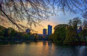 American: Los Angeles – Atlanta (and vice versa). $94 (Basic Economy) / $164 (Regular Economy). Roundtrip, including all Taxes