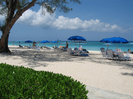 American: Portland – Grand Cayman, Cayman Islands. $302 (Basic Economy) / $332 (Regular Economy). Roundtrip, including all Taxes