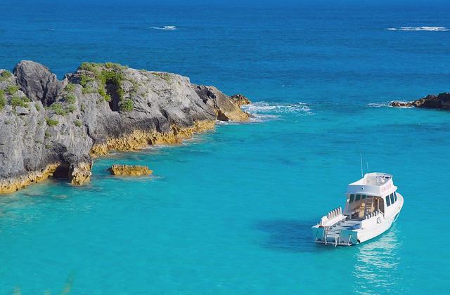 Delta: San Francisco – Bermuda. $320 (Basic Economy) / $390 (Regular Economy). Roundtrip, including all Taxes