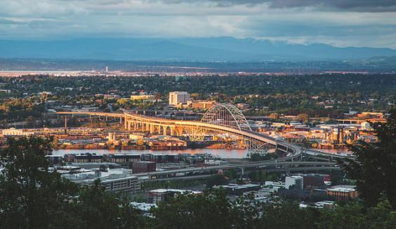 The Shorthaul – United: San Francisco – Portland, Oregon (and vice versa). $77 (Basic Economy) / $117 (Regular Economy). Roundtrip, including all Taxes